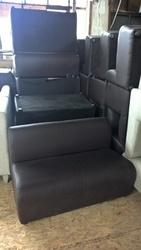 Коричневый диван б/у для офиса дома кафе ресторана кафе кофейни бара.