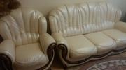 Комплект кожаный: -  диван трехместный раскладной + кресло